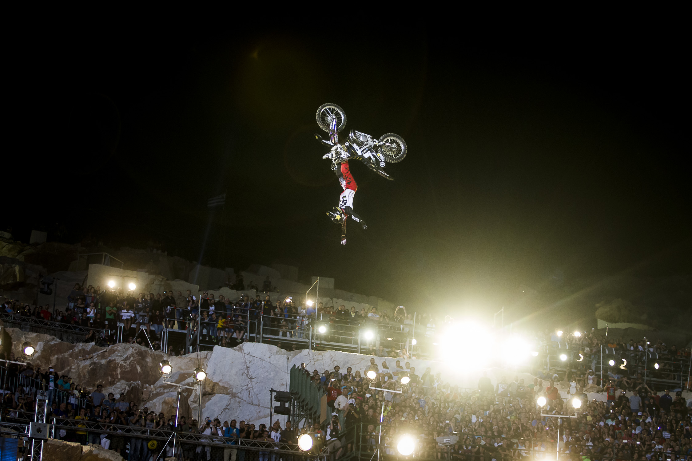 Portfolio(20150612 – Red Bull X-Fighters Athen – 347)