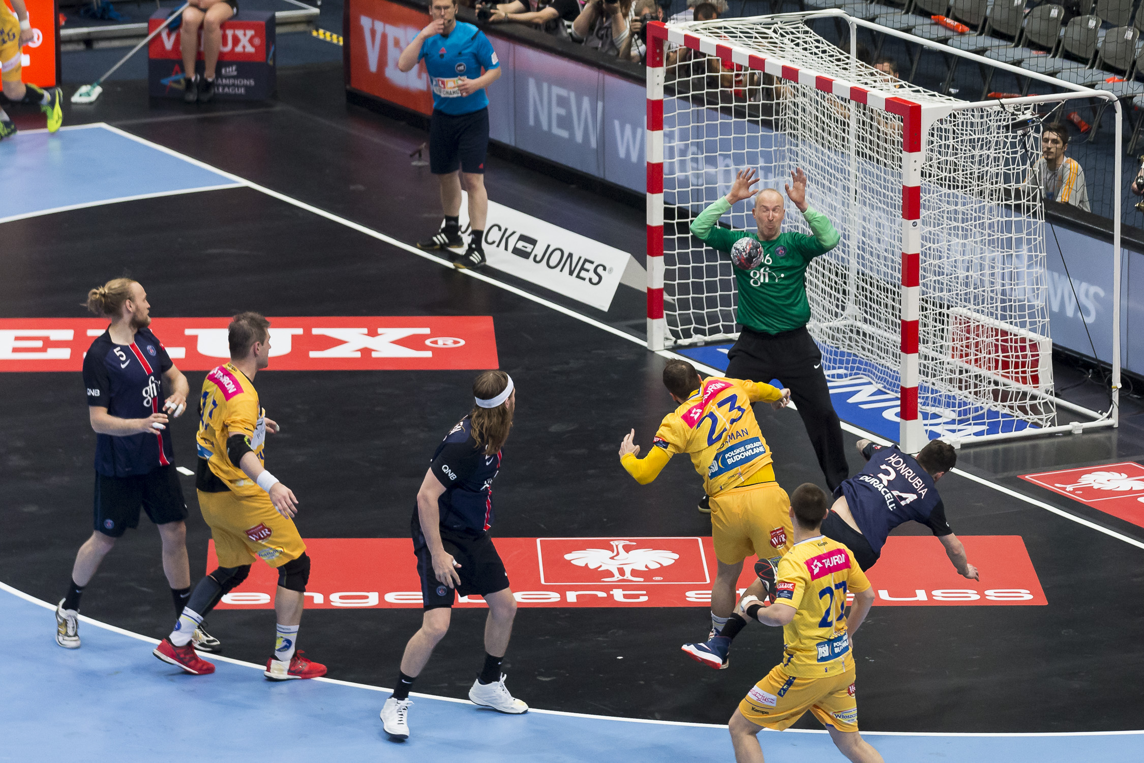 Portfolio(20160528 – EHF Final Four – 1HF Kielce vs Paris – 220 (20160528 – Final4 – 364 (BC3T9660)))