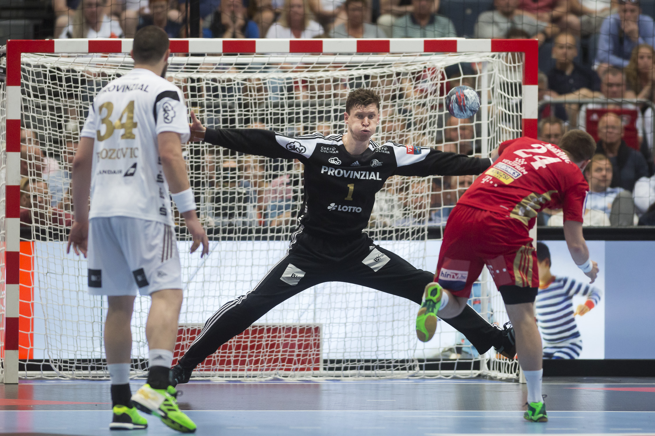 Portfolio(20160528 – EHF Final Four – 2HF Kiel vs Veszprem – 134 (20160528 – Final4 – 1004 (6V0A9843)))