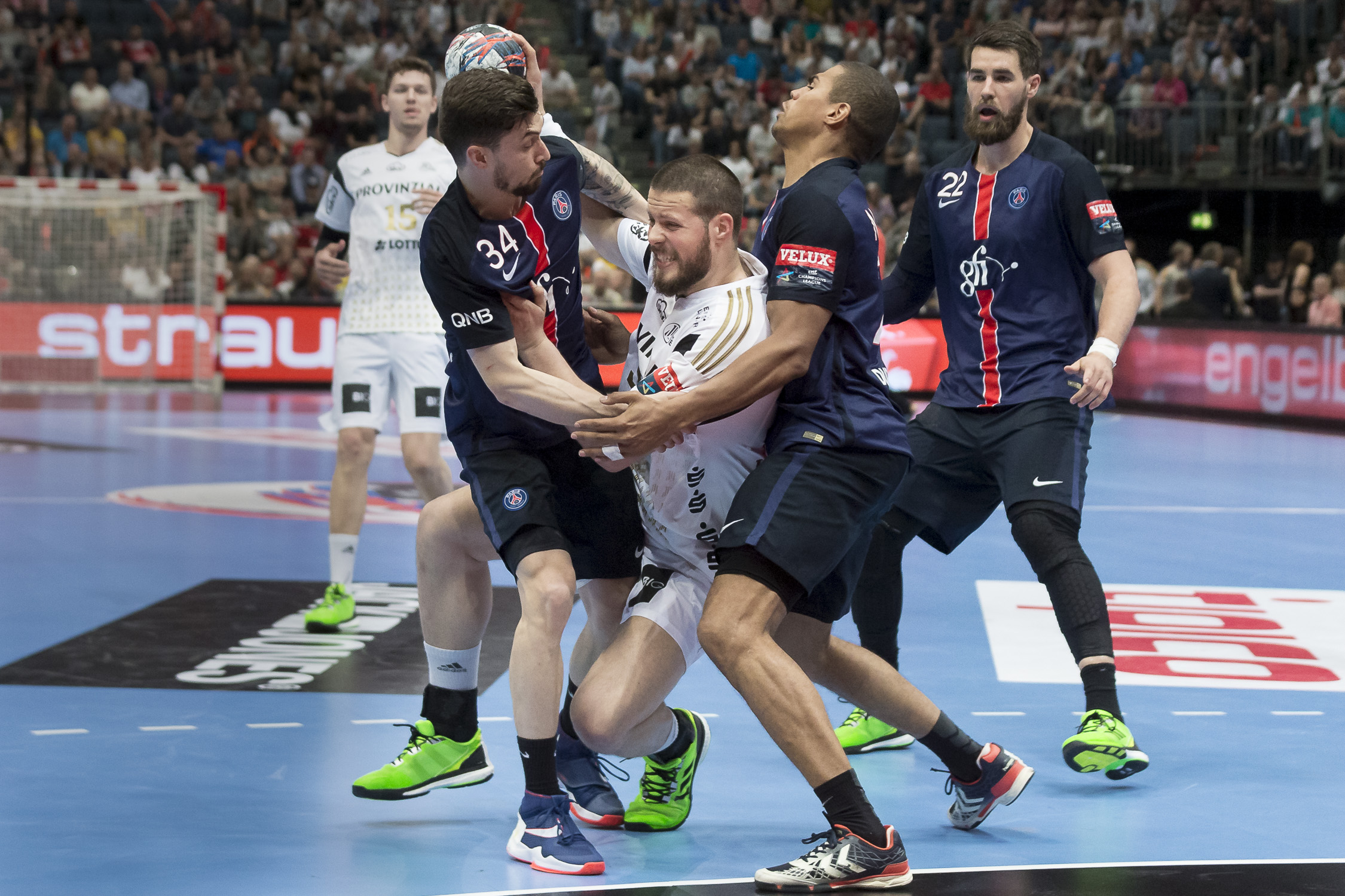 Portfolio(20160529 – EHF Final Four – 3 Platz Kiel vs Paris – 111 (BC3T0338))