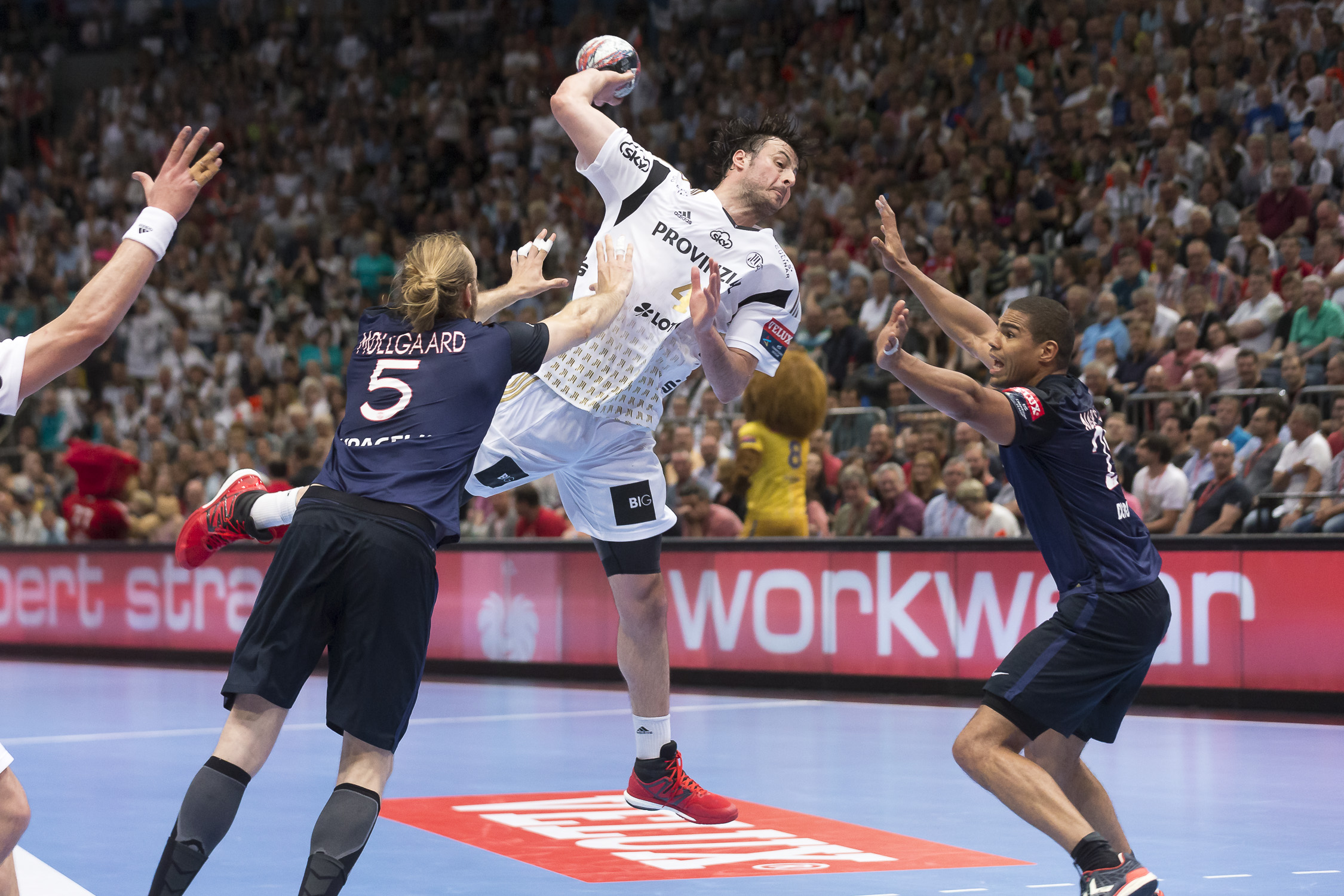 Portfolio(20160529 – EHF Final Four – 3 Platz Kiel vs Paris – 145 (BC3T0002))