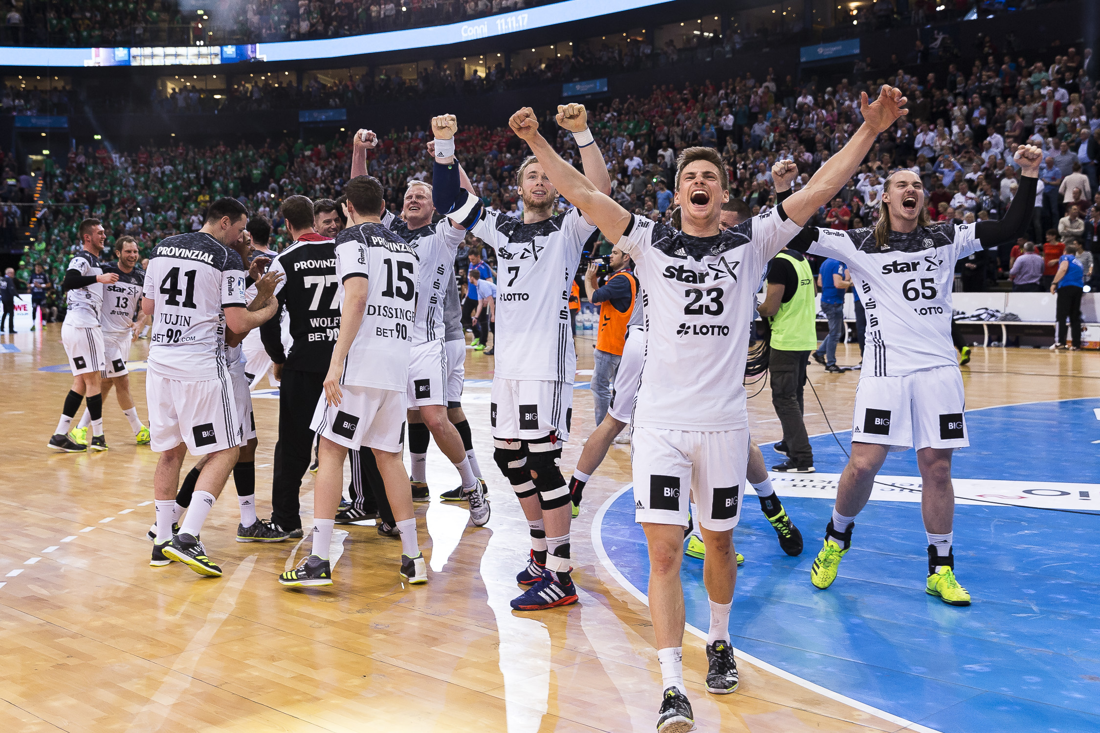 Portfolio(20170409 – DHB Pokalfinale THW Kiel – Flensburg Handewitt – 822 (_L2Y0538))